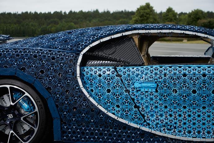 LEGO builds Bugatti from 1,000,000+ LEGO Bricks | Old News Club