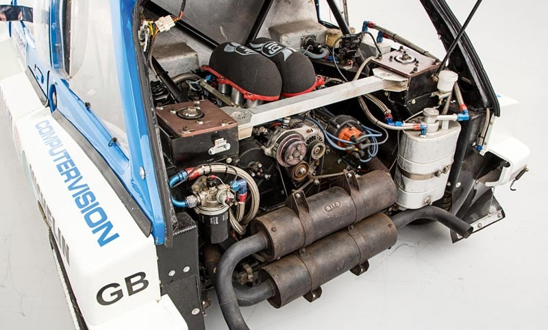 MG Metro 6R4 engine bay