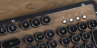 Retro wooden keyboard by Azio