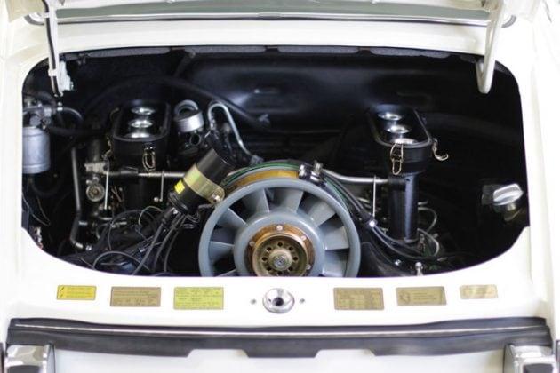 1970 911 E 2.2 MFI Coupe engine bay