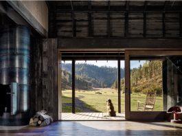 Canyon Barn: Renovating a barn into a modern home