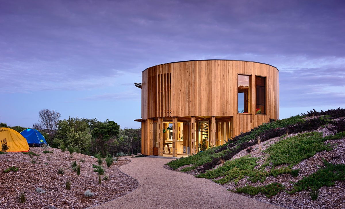 The St Andrews Beach House by Austin Maynard Architects