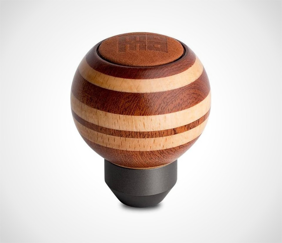 Momo shift knob in wood