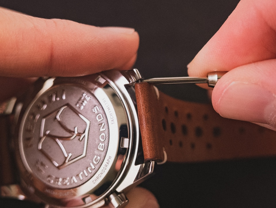 how to remove your watch strap with tool