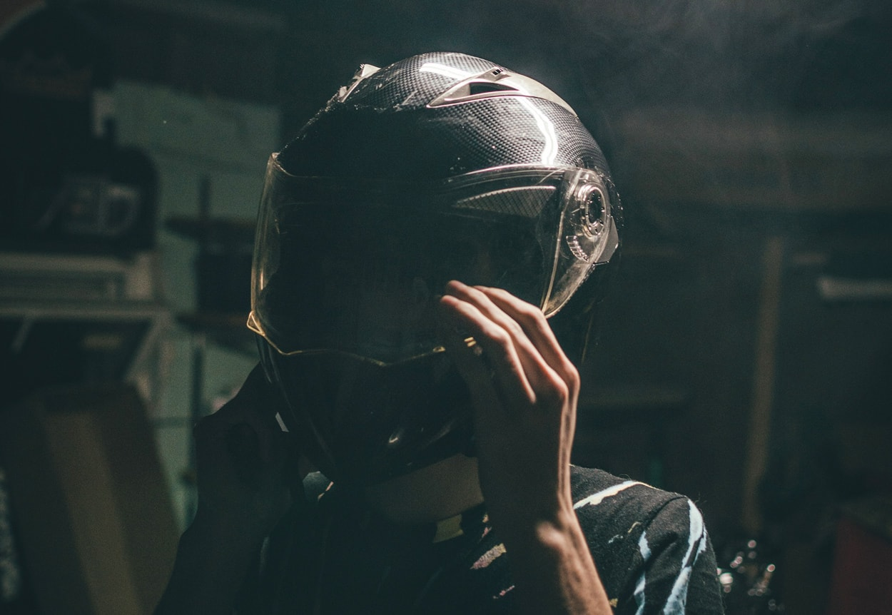 How to Choose a Motorcycle Helmet That's Safe and Comfortable