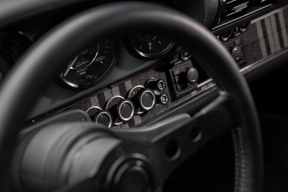 Restomod Porsche 964 KALMAR 7-976 interior