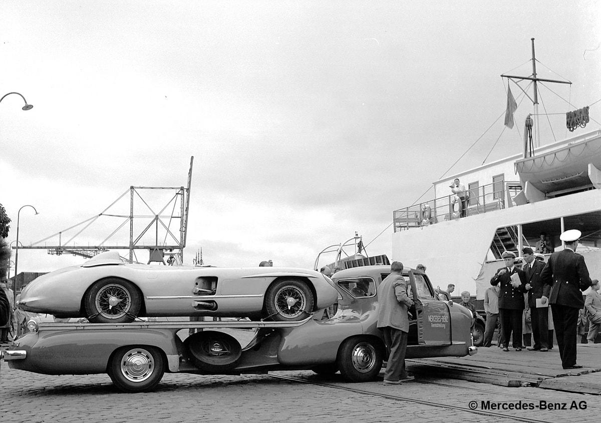 Mercedes-Benz racing car transporter Blue Wonder in 1955