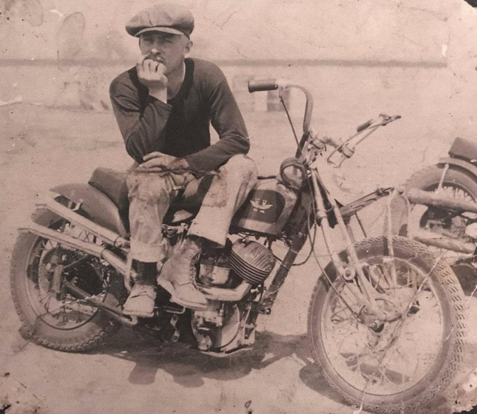 Von Dutch 1946 bobber